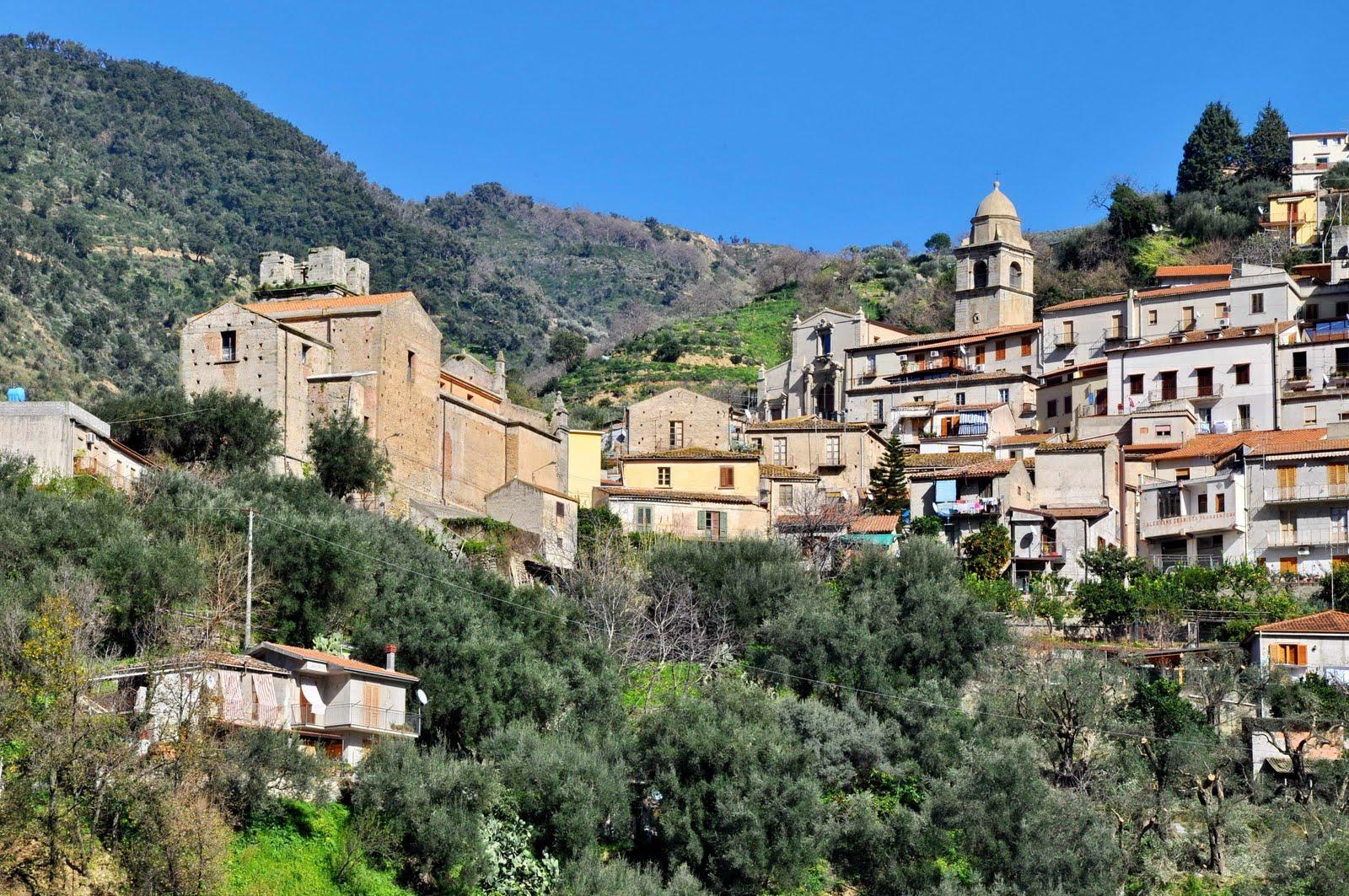 http://www.quadrifoglionews.it/public/img_notizie/N8442_Sant%27Angelo_di_Brolo3.jpg